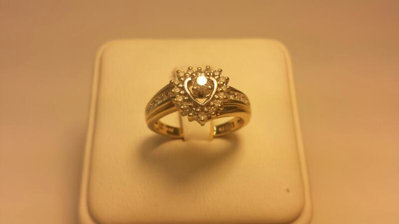 14k Heart Shaped Ring with 37 Diamonds .87ctw - 2.6dwt - Size 7