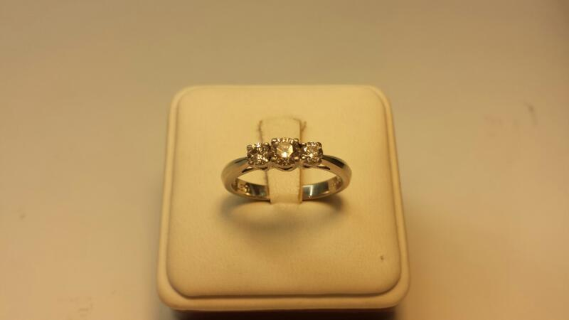 14k White Gold Ring with Platnium Setting 3 Diamonds at .97ctw - 3.3dwt - Size 9