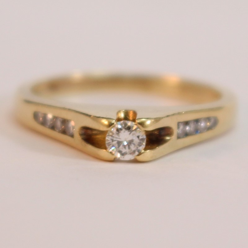 14K Yellow Gold Thick Matte Round Brilliant Diamond Ring Size 6.25