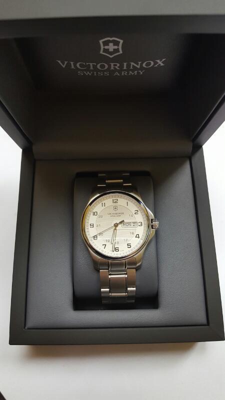 VICTORINOX Gent's Wristwatch 241551