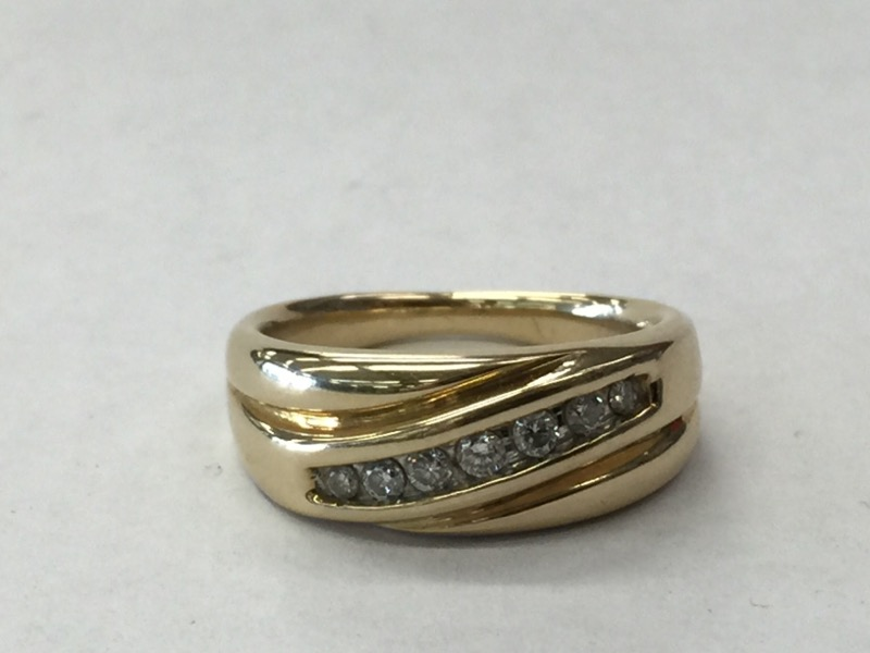 Gent's Gold-Diamond Wedding Band 7 Diamonds .28 Carat T.W. 14K Yellow Gold