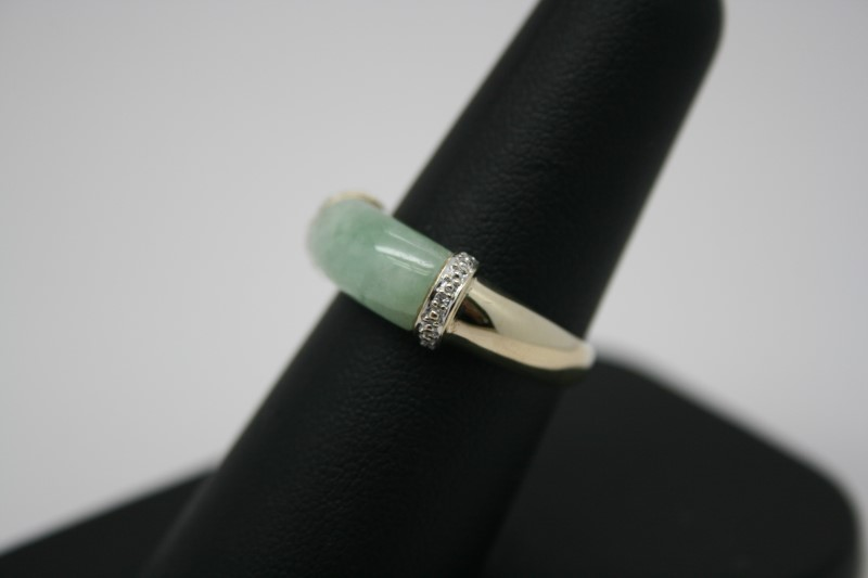 LADY'S FASHION DIAMOND & JADE RING 10K YELLOW GOLD
