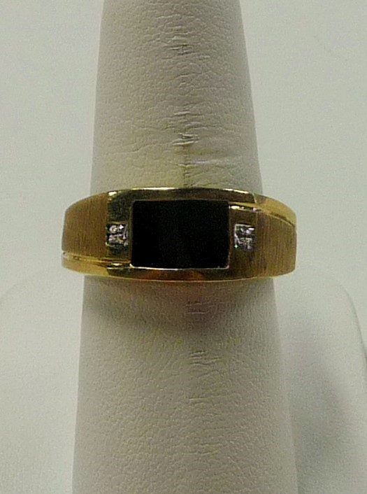 Synthetic Onyx Gent's Stone Ring 10K Yellow Gold 2.56dwt