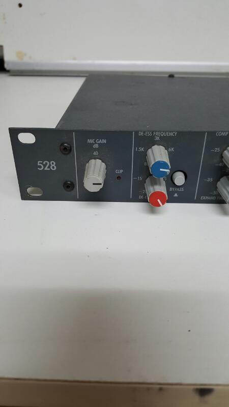 Symetrix 528 Microphone Mic Voice Processor Preamplifier Channel Strip