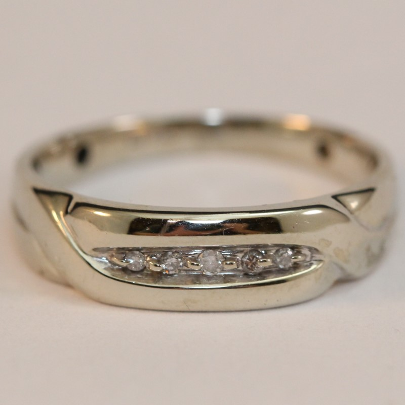 Gent's 10K White Gold Diamond Wedding Band Size 10.5