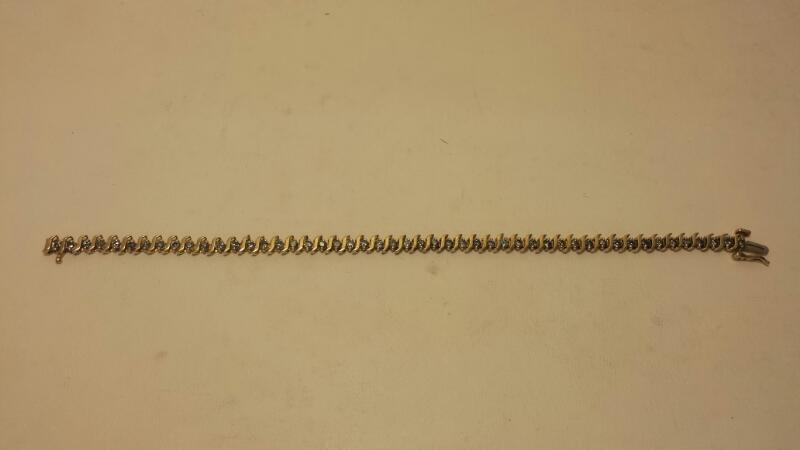 10k Yellow Gold Bracelet with 49 Diamonds at 2.45ctw - 5dwt - Lenght 7""