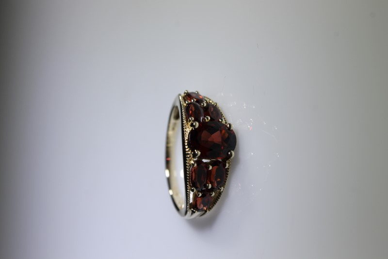 Red Stone Lady's Stone Ring 10K Yellow Gold 3.3g