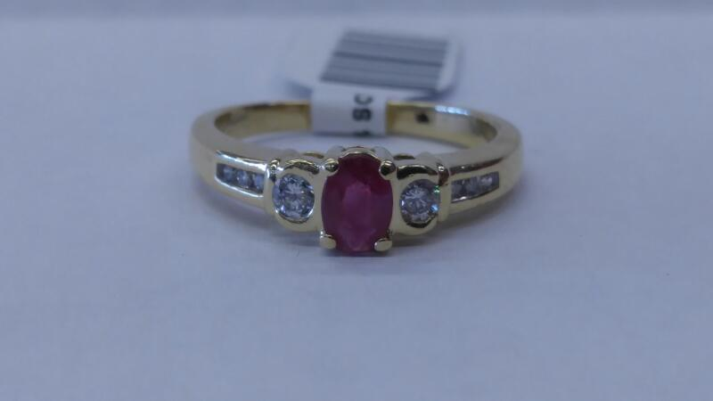 LDS 14KT Red Stone Lady's Stone & Diamond Ring 8 DIA 8 Diamonds .22 Carat T.W.