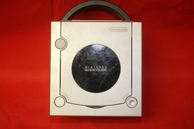 Nintendo GameCube **SILVER** Model DOL-001 **USED** **NEEDS BETTER CONTROLLER**