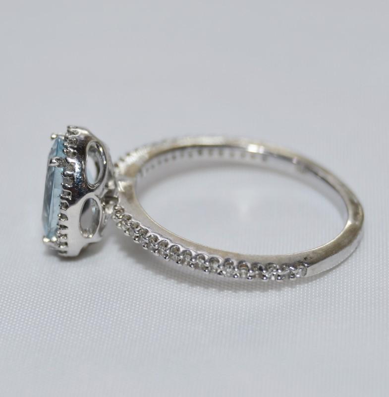 14K White Gold Oval Aquamarine & Diamond Halo Band Accented Ring Size 7.25