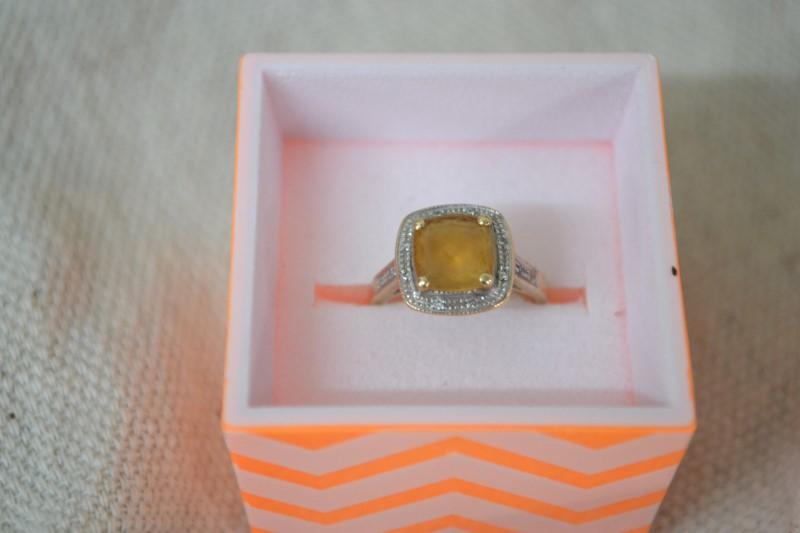 Orange Stone Lady's Stone & Diamond Ring 14 Diamonds .14 Carat T.W.