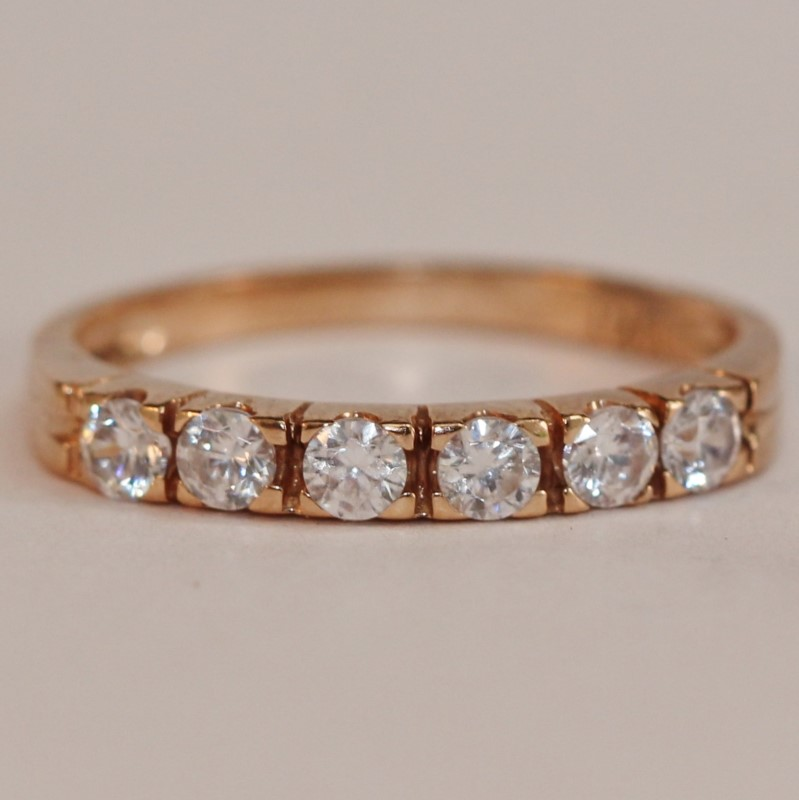 10K Yellow Gold Round Cut White Stone Ring Size 7.75