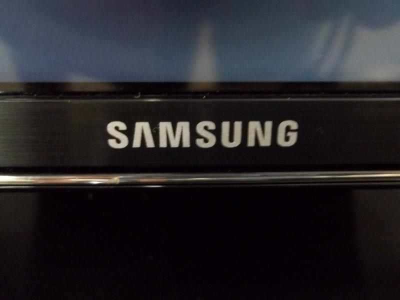"SAMSUNG 40"" SMART 4K UHD"