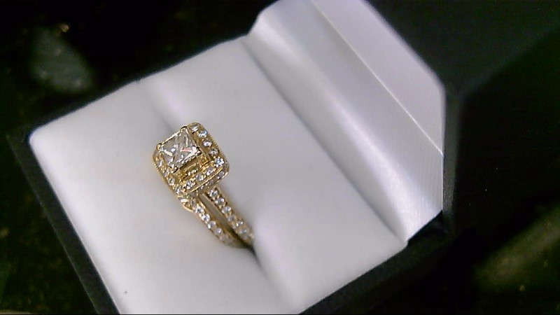 Lady's 14k yellow gold princess cut and round dia wed set