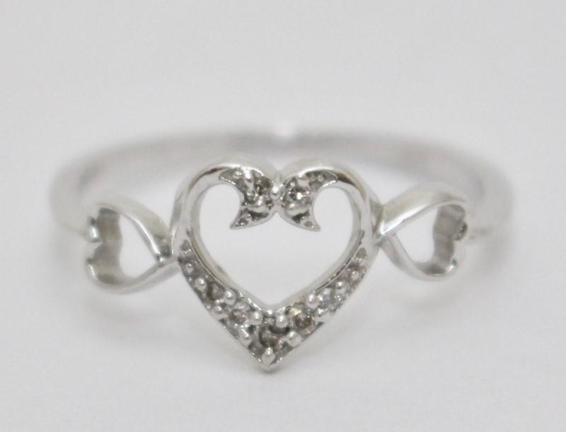 14K White Gold Dainty Triple Heart Silhouette & Diamond Ring sz 7