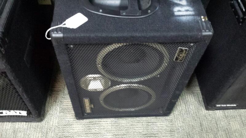 BEHRINGER Bass Guitar Amp ULTRABASS BA210
