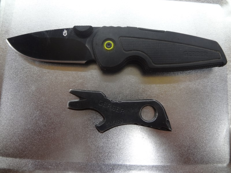 GERBER GDC TECH FOLDING KNIFE WITH GERBER SHARD AND METAL CASE