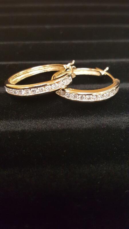 Gold-Diamond Earrings 26 Diamonds 1.30 Carat T.W. 10K Yellow Gold 3.7dwt