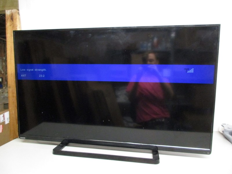 "TOSHIBA 50L1400U 50"" 1080p L1400U LED HDTV, LOCAL PICKUP ONLY"