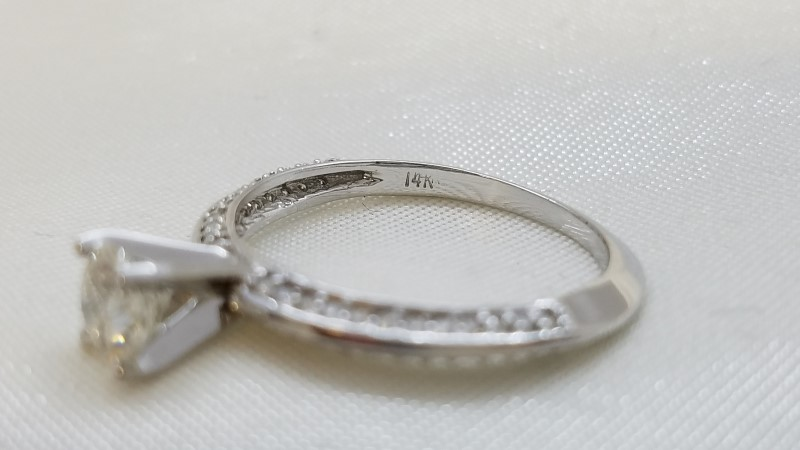 Knife Edge Solitaire Ring 1 Diam0.62 CW H-SI2  0.67 CW G-SI 1.29TCW