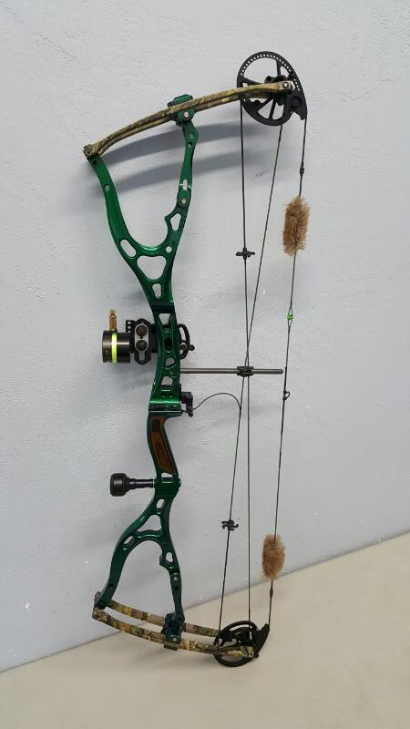 Bowtech Custom Metal Body RH Compound Bow, w/ Accessories & Soft Case