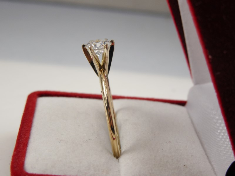 CUBIC ZIRCONIA SOLITAIRE IN 14K YELLOW GOLD APX.1.32CTW 2.3G SZ.10