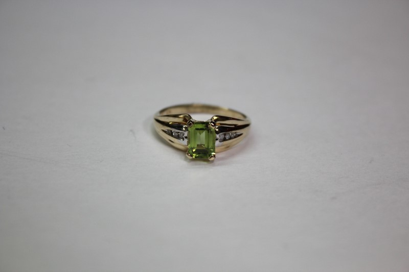 Synthetic Peridot Lady's Stone Ring 10K Yellow Gold 2.5g Size:7
