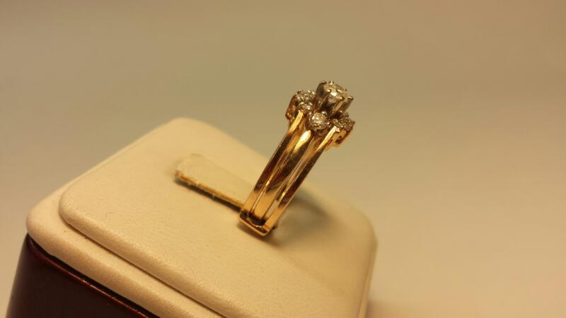 14k Yellow Gold Ring with 11 Diamonds at .76ctw - 4.2dwt - Size 7