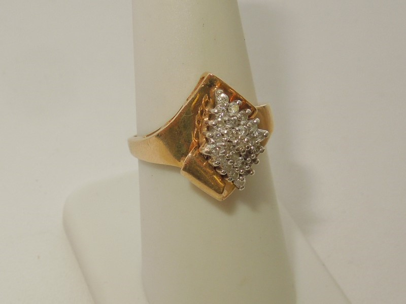Lady's Diamond Cluster Ring 25 Diamonds .25 Carat T.W. 10K Yellow Gold 3.9g