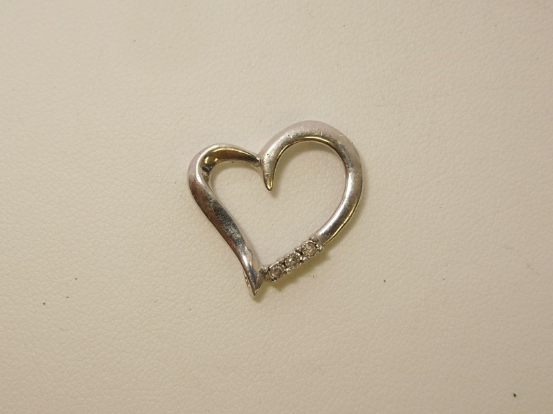 Silver-Diamond Pendant 3 Diamonds .06 Carat T.W. 925 Silver 1.2g
