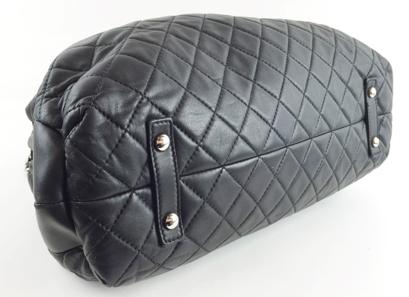 CHANEL QUILTED BLK LAMBSKIN SHOULDER BAG