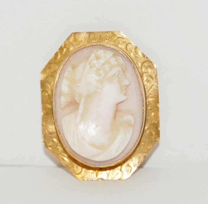 10K Solid Yellow Gold Etched Octagnal Shell Cameo Pendant Brooch Pin