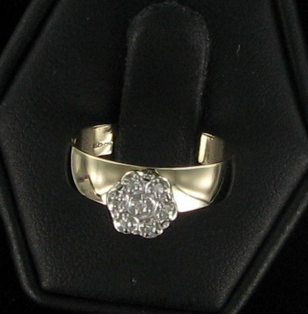 Lady's Diamond Cluster Ring 7 Diamonds .07 Carat T.W. 10K Yellow Gold 1.5dwt