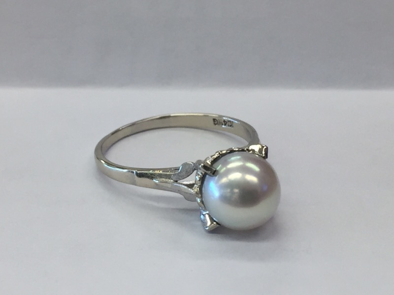 Synthetic Pearl Lady's Stone Ring 14K White Gold 1.6dwt Size:7