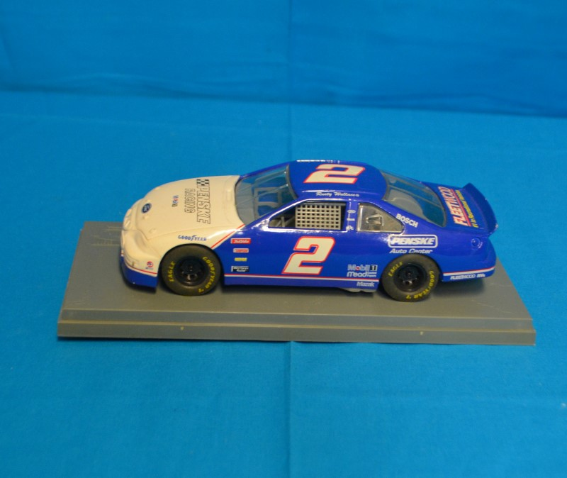 Nascar Penske Racing Mobil 1 Ford Rusty Wallace #2 1:24 Blue & White Diecast