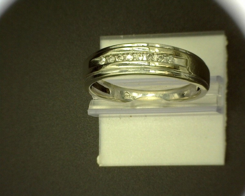 Gent's Gold-Diamond Wedding Band 8 Diamonds .08 Carat T.W. 10K White Gold 3g SZ1