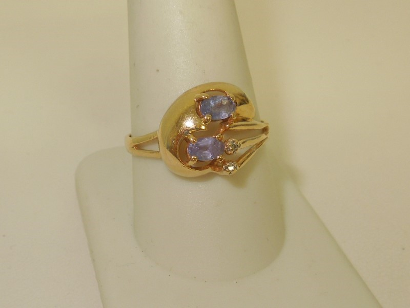 Synthetic Tanzanite Lady's Stone Ring 14K Yellow Gold 3.1g