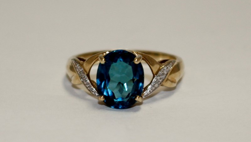 Blue Topaz Lady's Stone Ring 10K Yellow Gold 3.1g