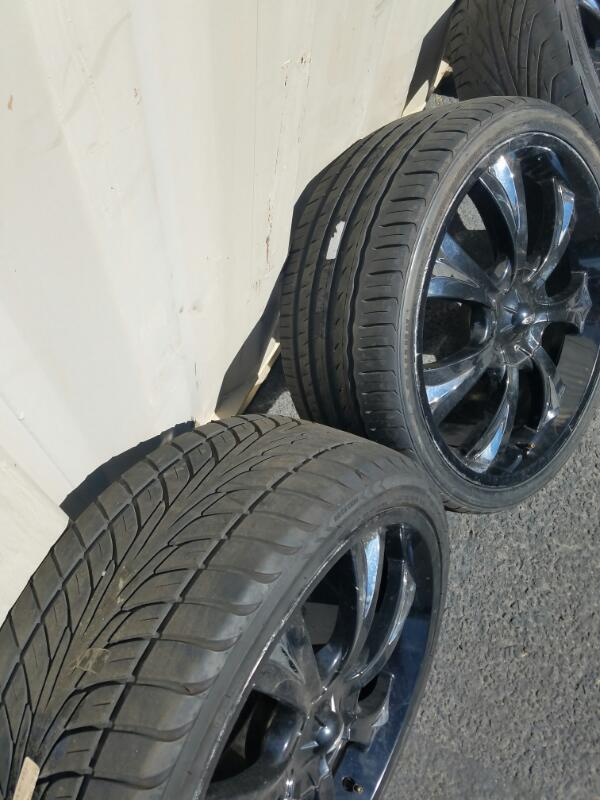 "Wheel 20"" BLACK AND CHROME RIMS"