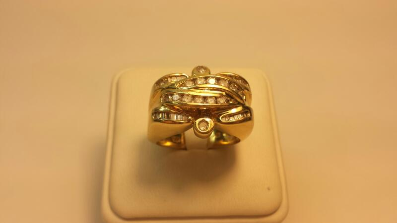 14k Ring with 38 Diamonds at .94ctw - 10.1dwt - Size 11