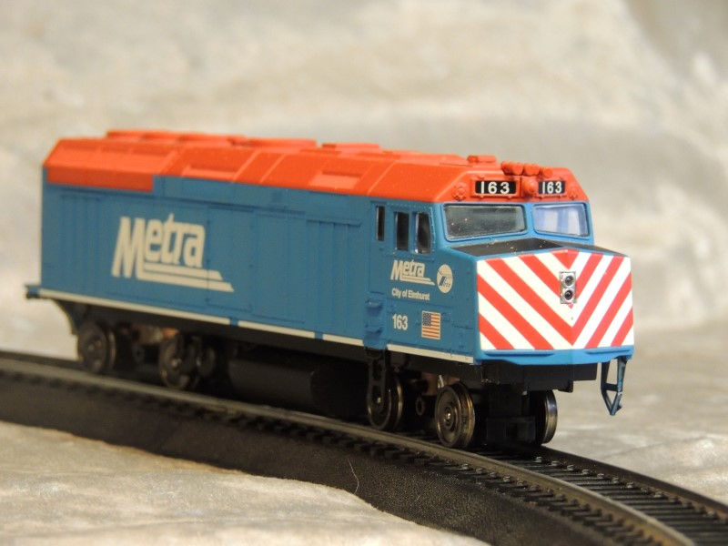 Walthers Kato N 1769103 EMD F40PH Ditch Lights Metra #163 Elmhurst