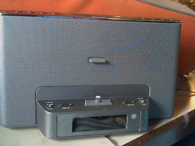 SONY IPOD/MP3 Accessory ICF-CS15IPN