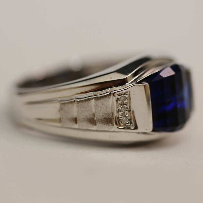 10K White Gold Blue Stone and Diamond Ring Size 11