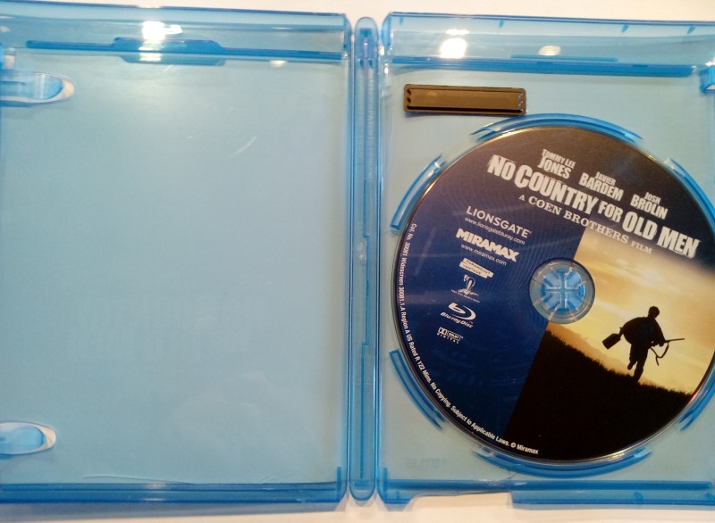 BLU-RAY MOVIE NO COUNTRY FOR OLD MEN