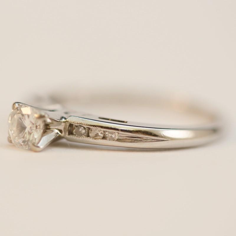14K Round Brilliant Multi-Diamond Engagement Ring Size 5.75
