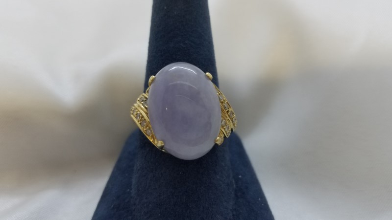 Lavender Jade Lady's Stone & Diamond Ring 22 Diamonds .22 Carat T.W.