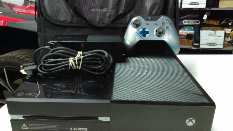 XBOX ONE (500GB) + E.B. BAG