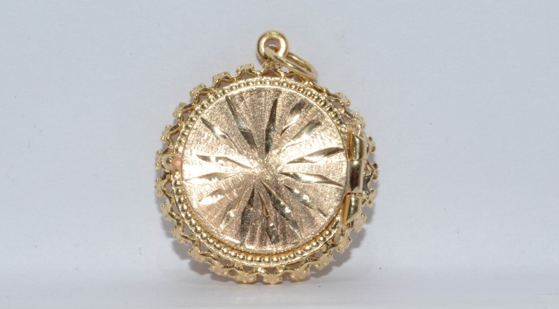 14K Yellow Gold Vintage Inspired Diamond Cut Round Poison Pillbox Locket Charm