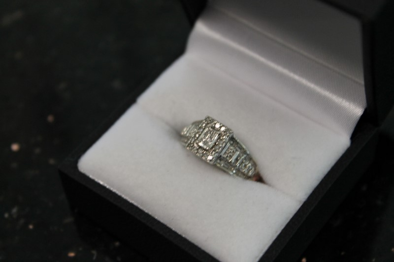 10K White Gold Diamond 0.56 CTTW Engagement Ring Sz 5