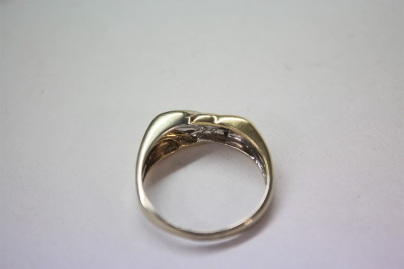 Gent's Gold-Diamond Wedding Band 6 Diamonds .12 Carat T.W. 14K 2 Tone Gold 4.5g